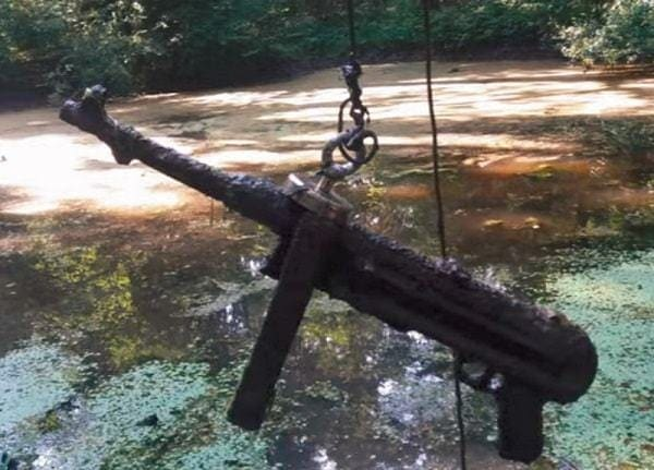 Magnet fishing - zbraň nalezena lovcem pokladů