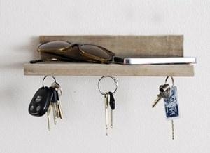polička - magnetický držiak na kľúče