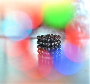 Magnetické kuličky: kreativní relax nebo nebezpečná hračka