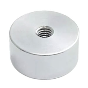 magnet v pouzdře s vnútrným závitem