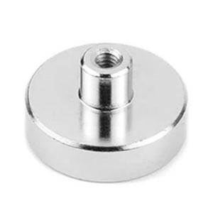magnet v pouzdře s vysunutým vnitřním závitem
