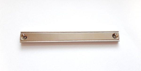 Magnet v pouzdře s dírami pro šrouby 120x13,5x5 mm