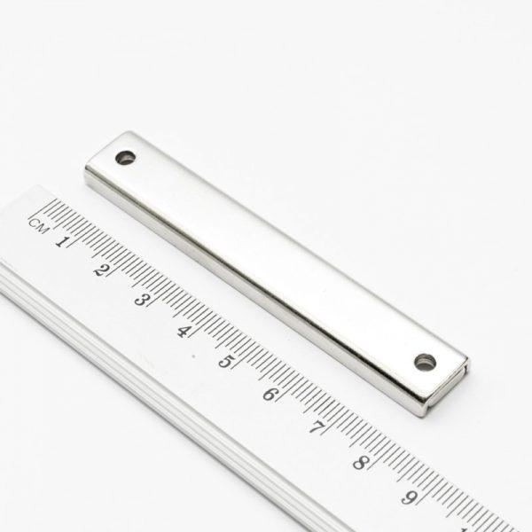 Magnet v pouzdře s dírami pro šrouby 80x13,5x5 mm