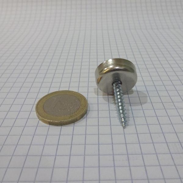 Magnet v pouzdře s dírou pro šroub 20x6 mm
