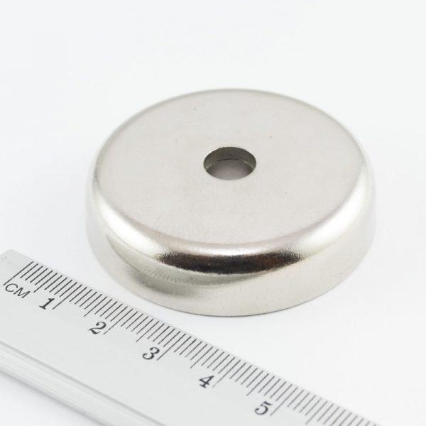 Magnet v pouzdře s dírou pro šroub 48x11,5 mm