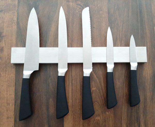 Magnetický držák na nože