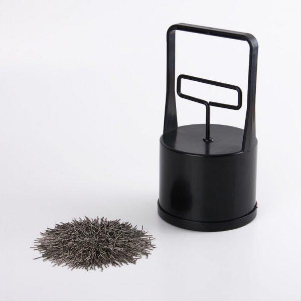 Ruční magnetický přenašeč kovových částic