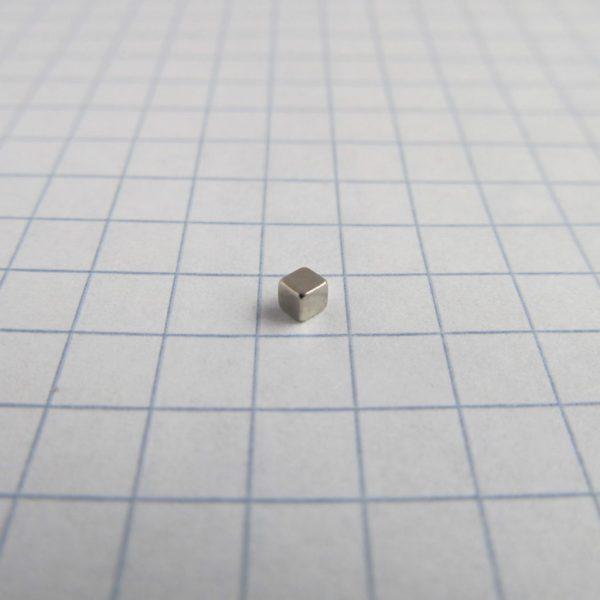 Neodymový magnet kostka 2x2x2 mm - N38