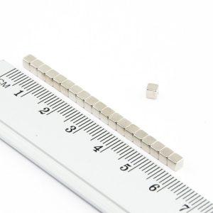 Neodymový magnet kostka 3x3x3 mm - N38
