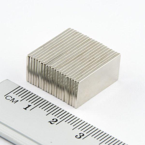 Neodymový magnet kvádr 20x10x1 mm - N38
