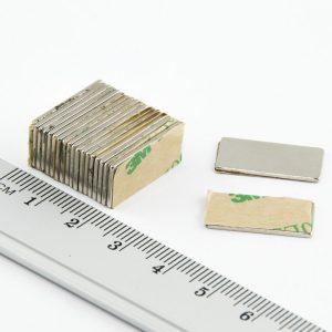 Neodymový magnet kvádr 20x10x1 mm se samolepkou - N38