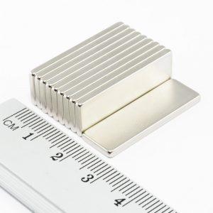 Neodymový magnet kvádr 30x10x1,5 mm -N38