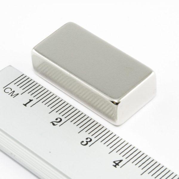 Neodymový magnet kvádr 30x15x8 mm - N38