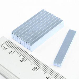 Neodymový magnet kvádr 30x5x2 mm Zn - N35
