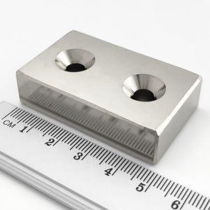 Neodymový magnet kvádr 50x30x13 mm s 2 dírami oboustranný - N45