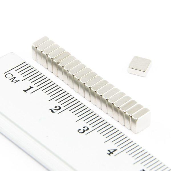 Neodymový magnet kvádr 5x5x2 mm - N38