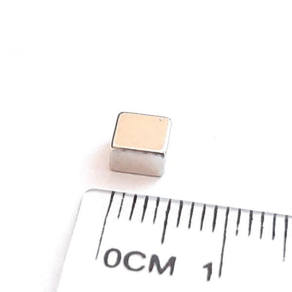 Neodymový magnet kvádr 5x5x3 mm - N52