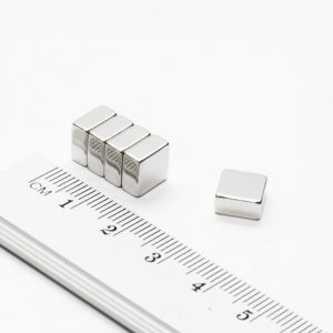 Neodymový magnet kvádr 8x8x4 mm - N38