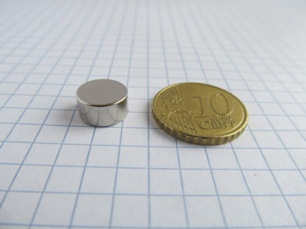 Neodymový magnet válec 10x5 mm - N38