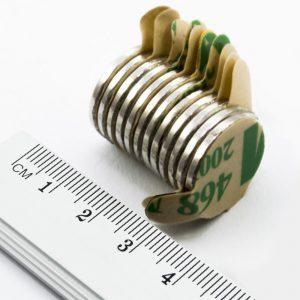 Neodymový magnet válec 20x2 mm se samolepkou - N38