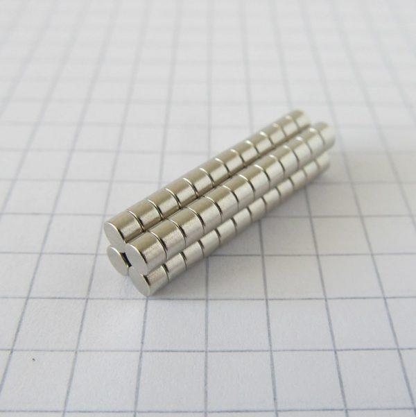 Neodymový magnet válec 3x2 mm - N38