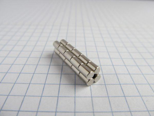 Neodymový magnet válec 3x5 mm - N38