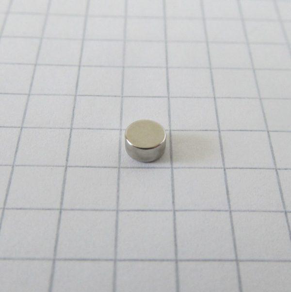 Neodymový magnet válec 4x2 mm - N52