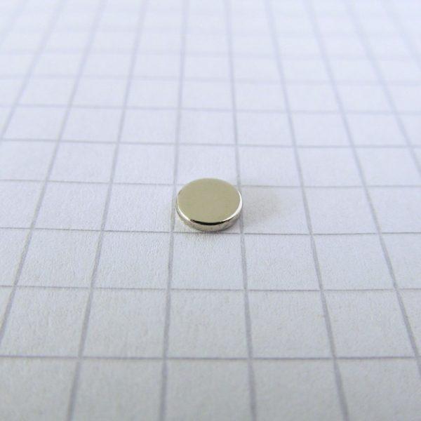 Neodymový magnet válec 5x1 mm - N45