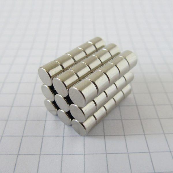 Neodymový magnet válec 5x4 mm - N38
