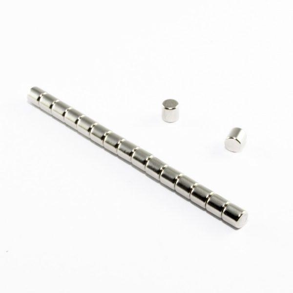 Neodymový magnet válec 5x5 mm - N38