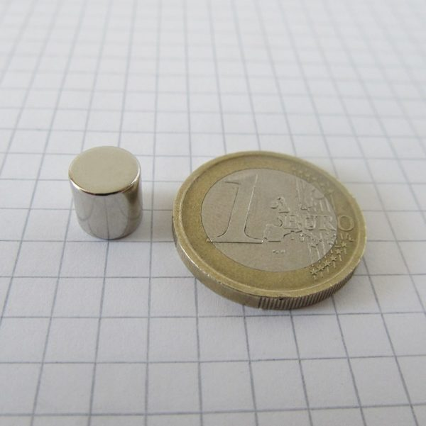 Neodymový magnet válec 8x8 mm - N42