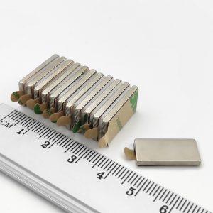 Neodymový magnet kvádr 20x10x2 mm se samolepkou - N38